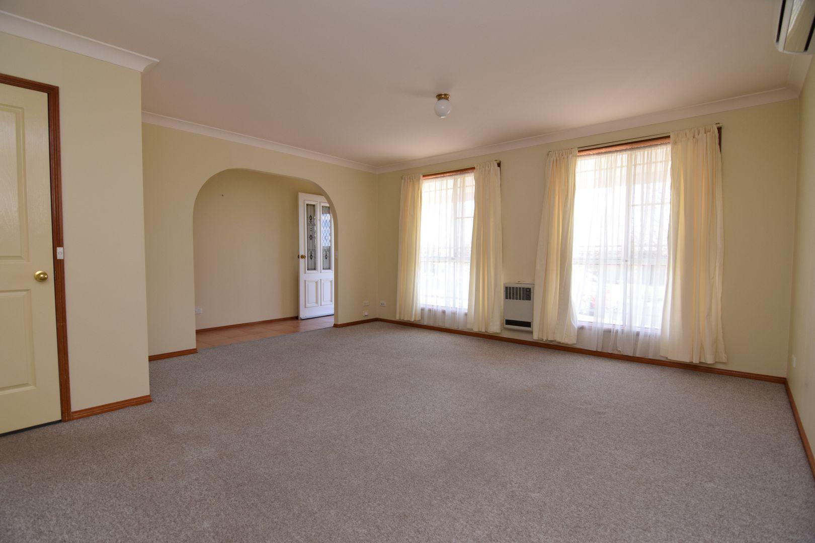 7 Garrett Street, Kelso NSW 2795, Image 2
