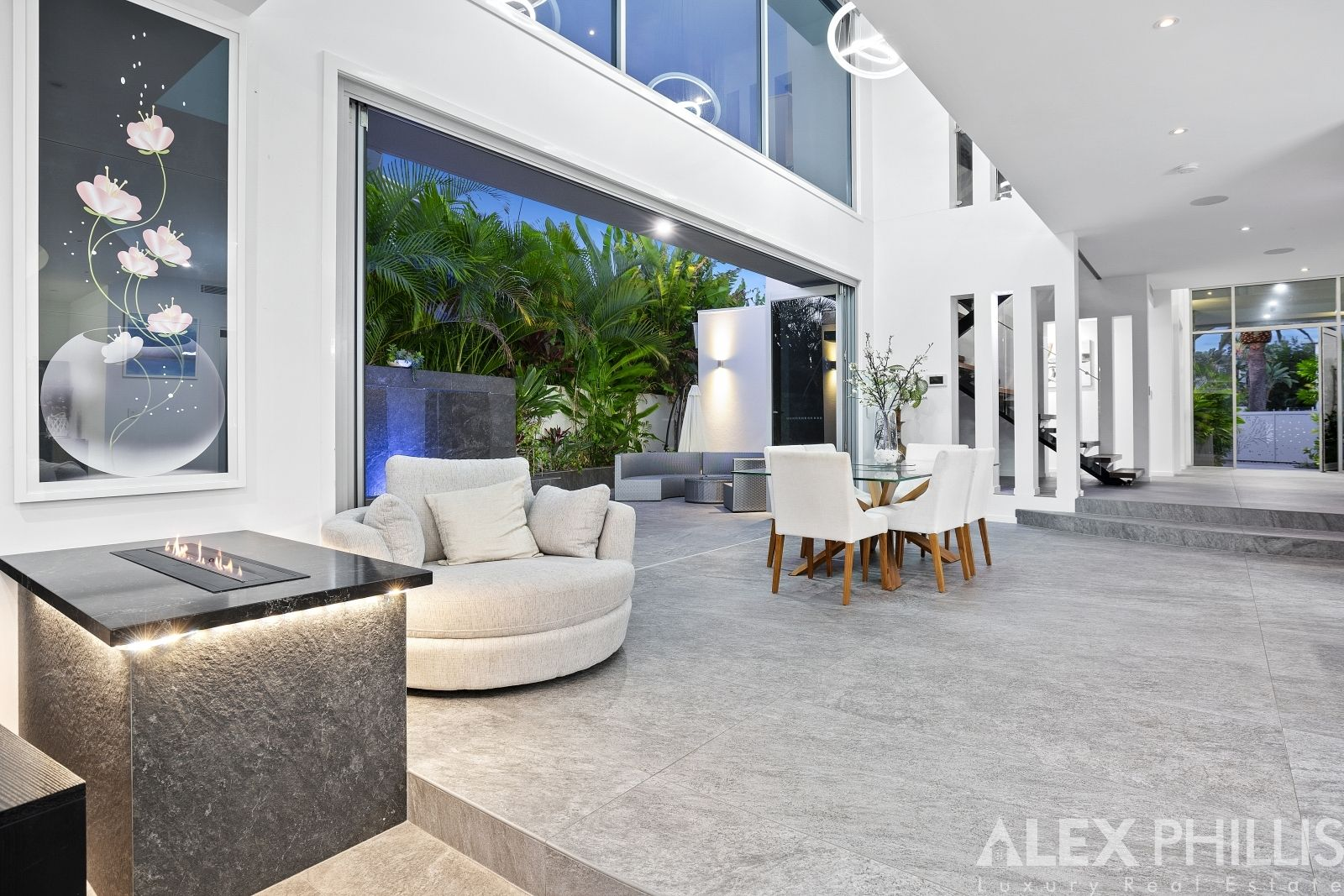 58 The Sovereign Mile, Sovereign Islands QLD 4216, Image 2