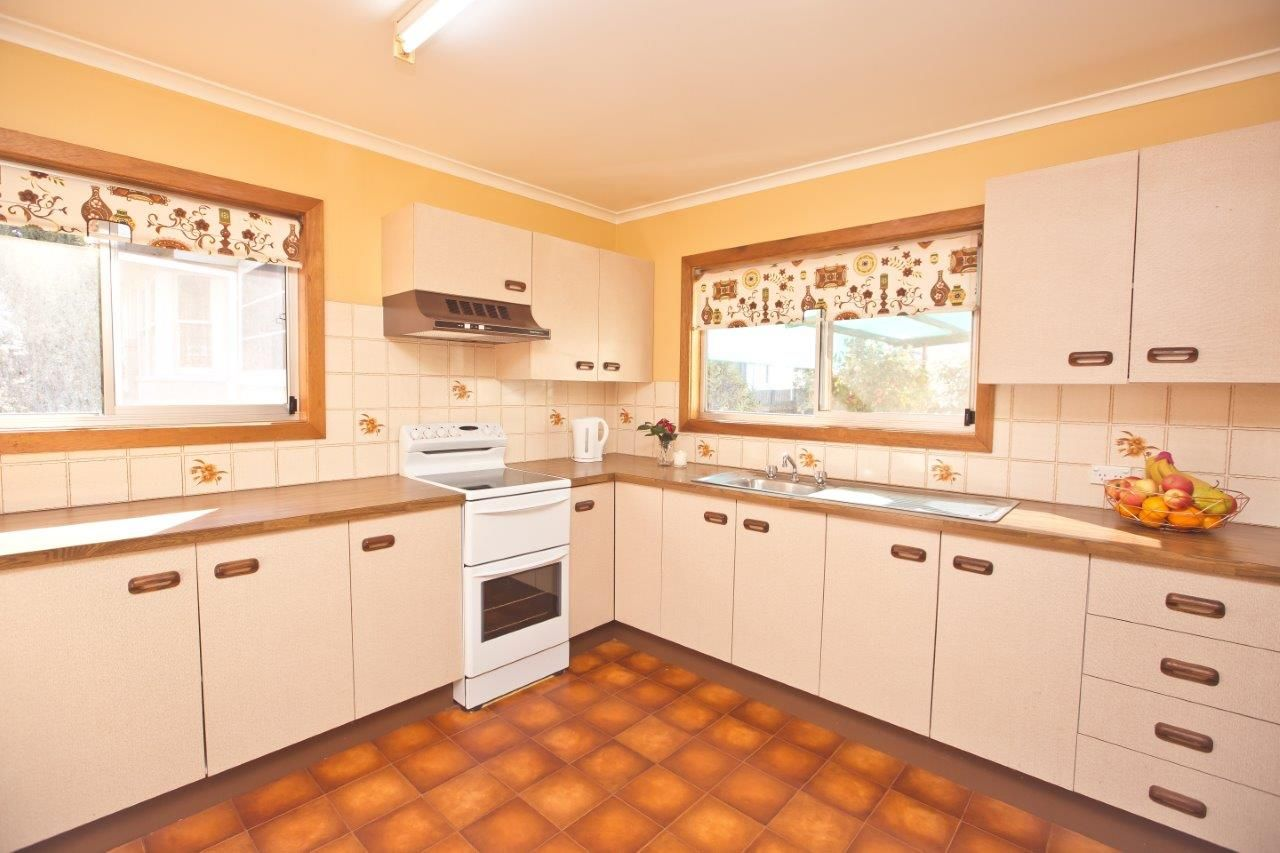17 Carrathool Street, Griffith NSW 2680, Image 0