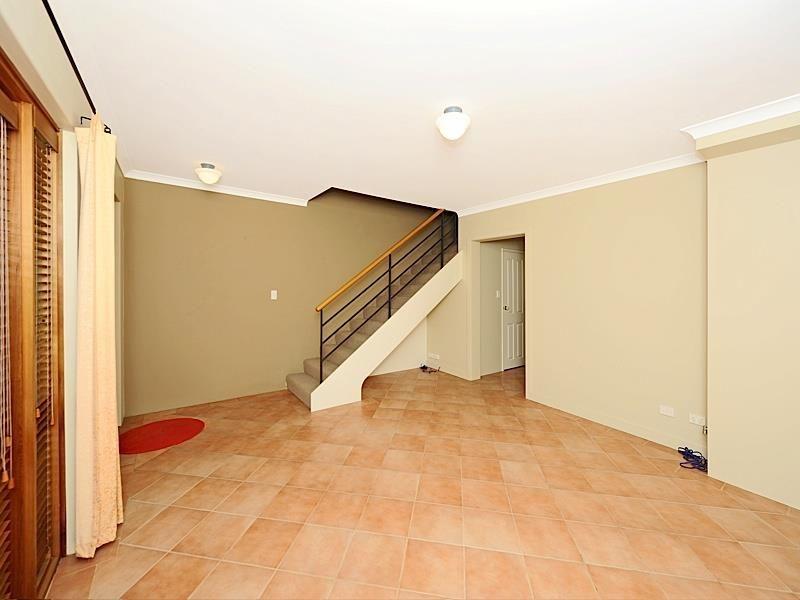 3/9 Swan Street, North Fremantle WA 6159, Image 2