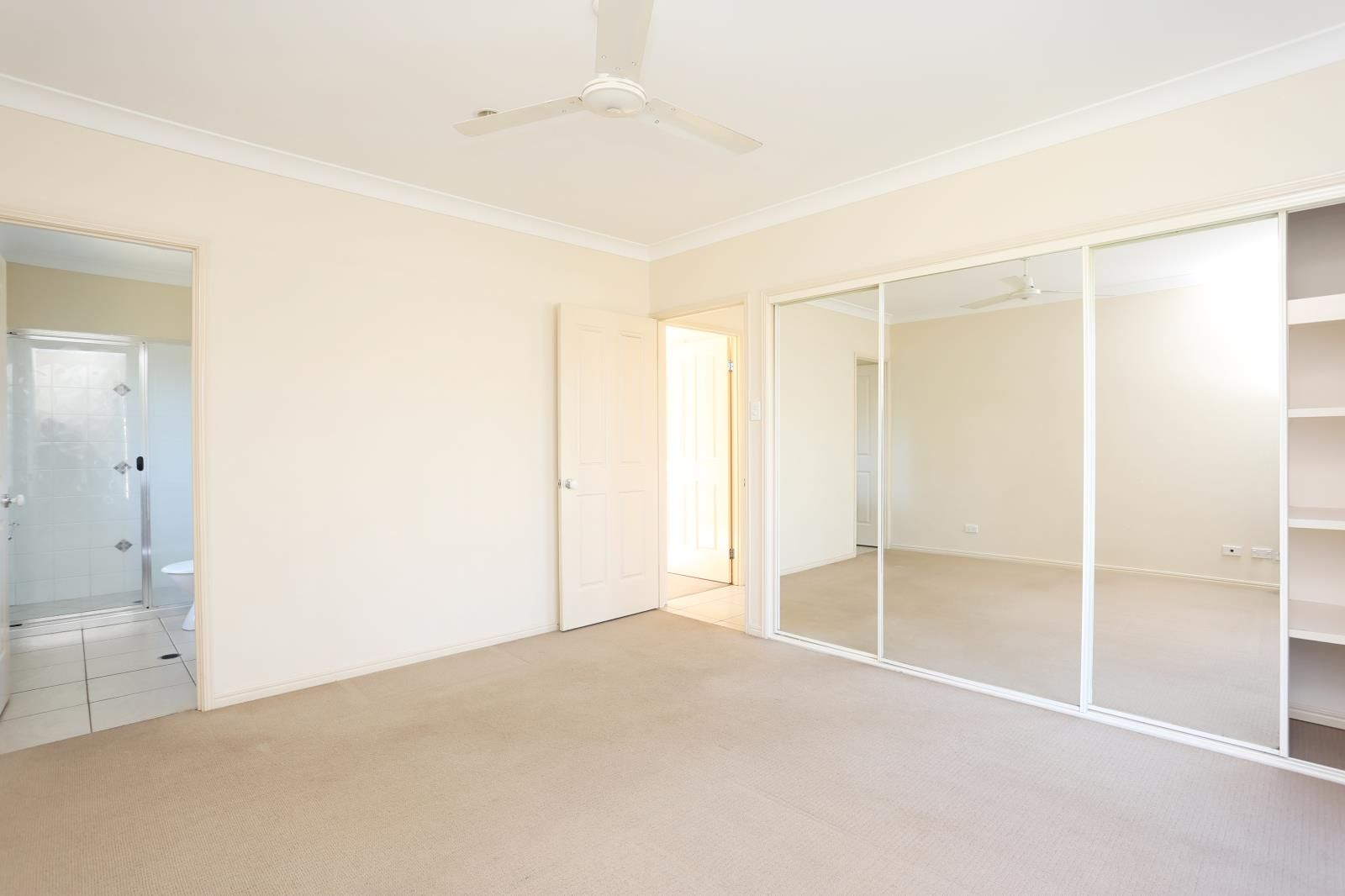 11 Brodie Court, Hillcrest QLD 4118, Image 2