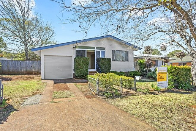 Picture of 13 Welcombe Avenue, ROCKVILLE QLD 4350