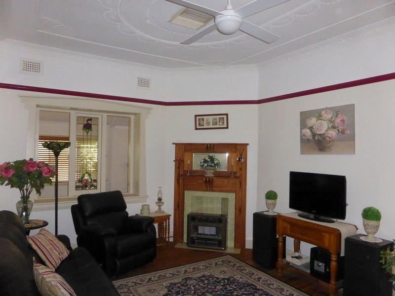 28 Victoria Street, Parkes NSW 2870, Image 2