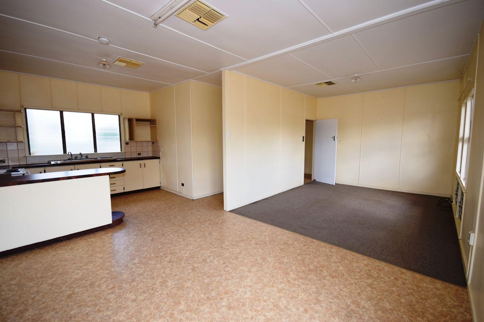 100 Crane Street, Longreach QLD 4730, Image 2