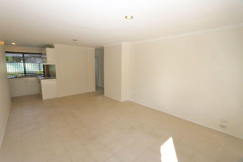 1/208 Olsen Avenue, Arundel QLD 4214, Image 2