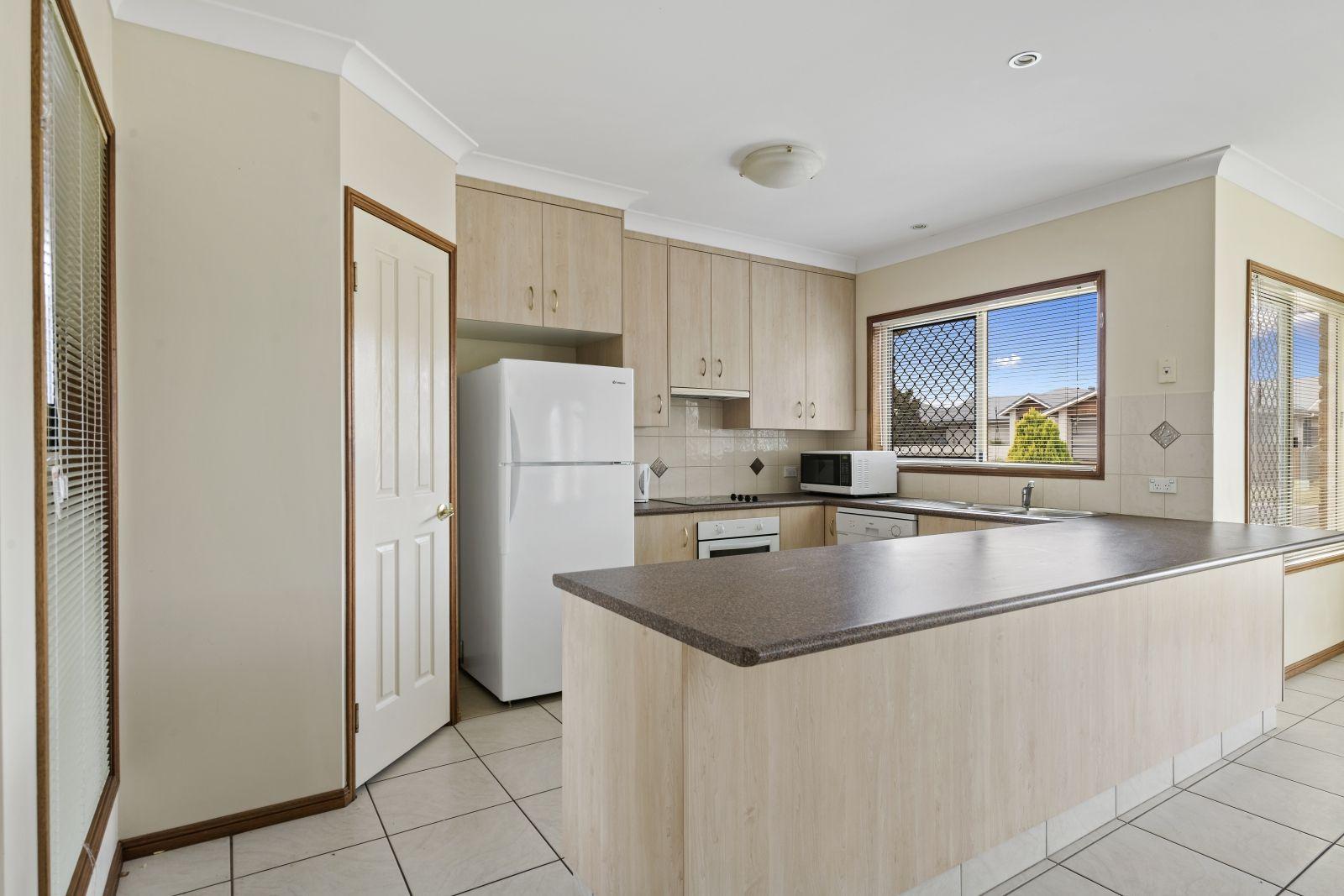 37 Hinchliffe Drive, Kearneys Spring QLD 4350, Image 1