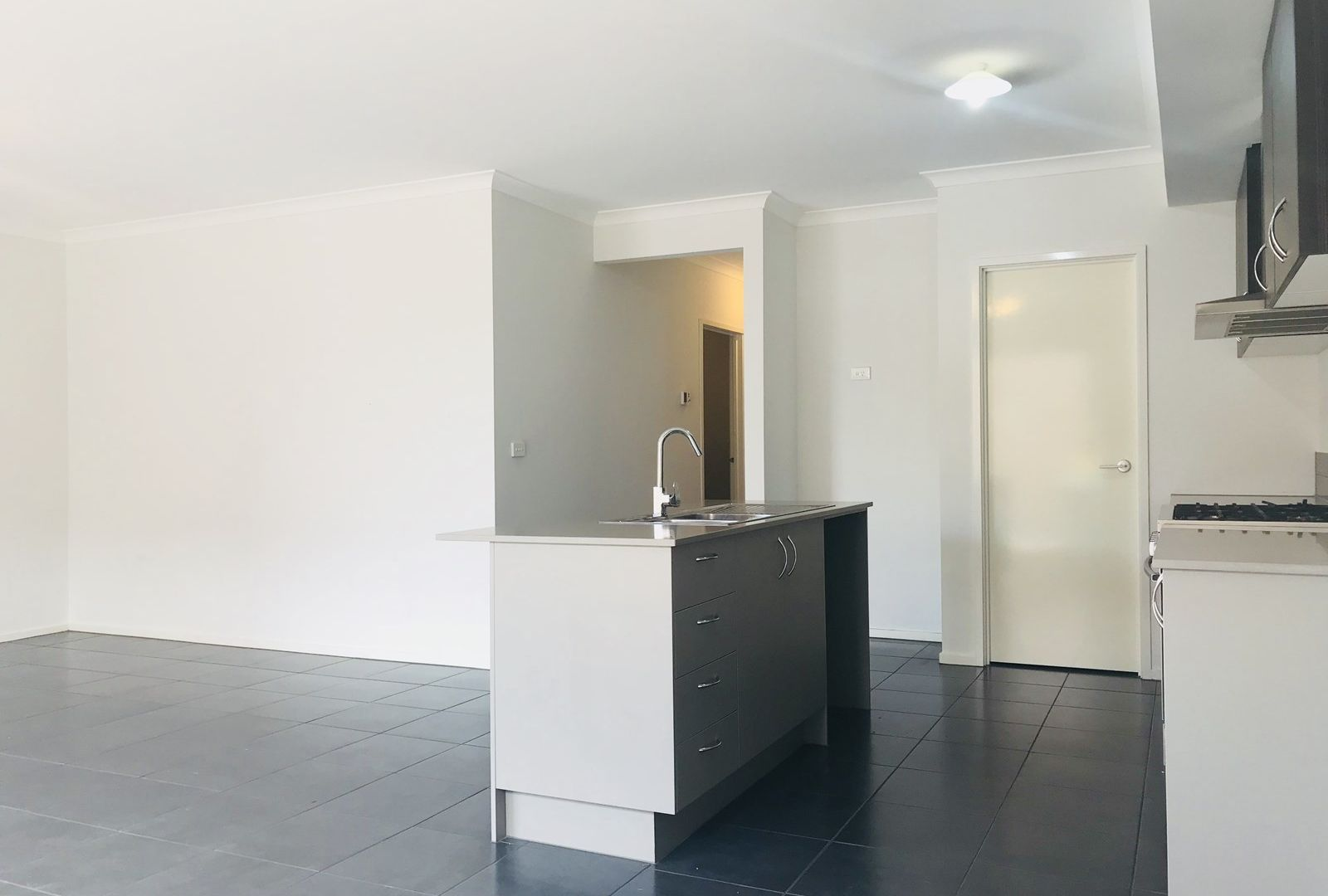 7 Courances Walk, Wollert VIC 3750, Image 2