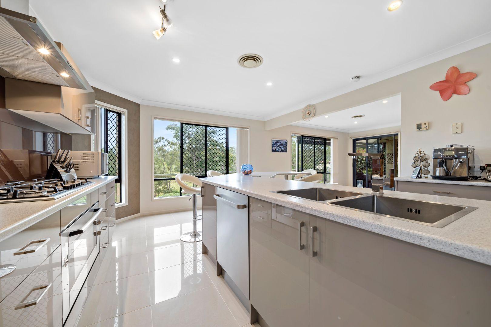 27 Borrowdale Court, Mundoolun QLD 4285, Image 2
