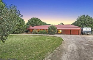 Picture of 13 Newnham Drive, Romsey VIC 3434