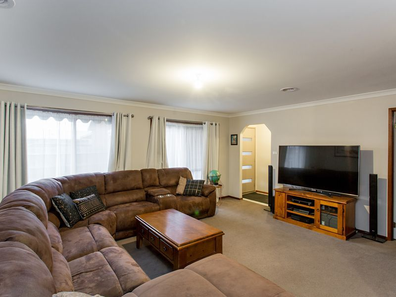 5 Tracey Court, Delacombe VIC 3356, Image 2