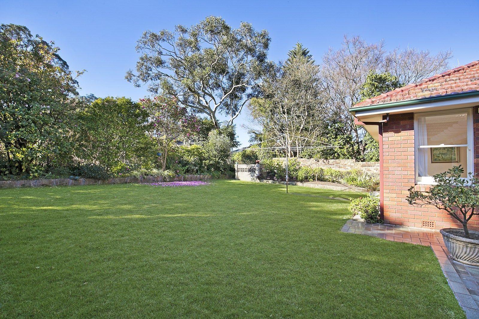 52 Hunter Avenue, St Ives NSW 2075, Image 2