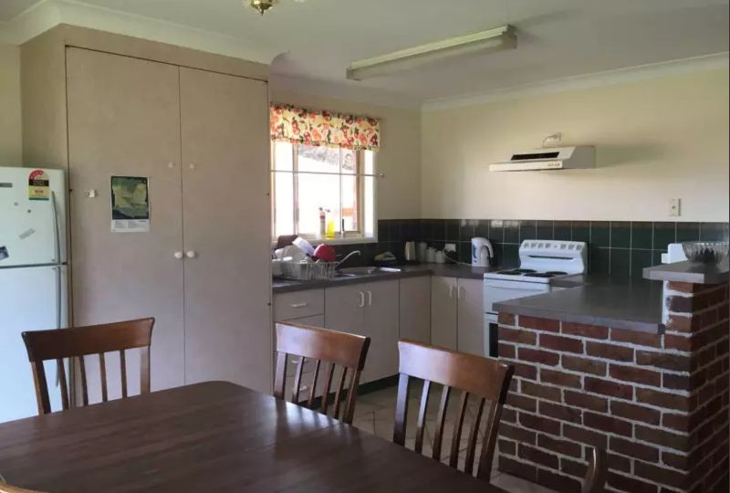 Room 3/6 Fiona Place, Armidale NSW 2350, Image 2