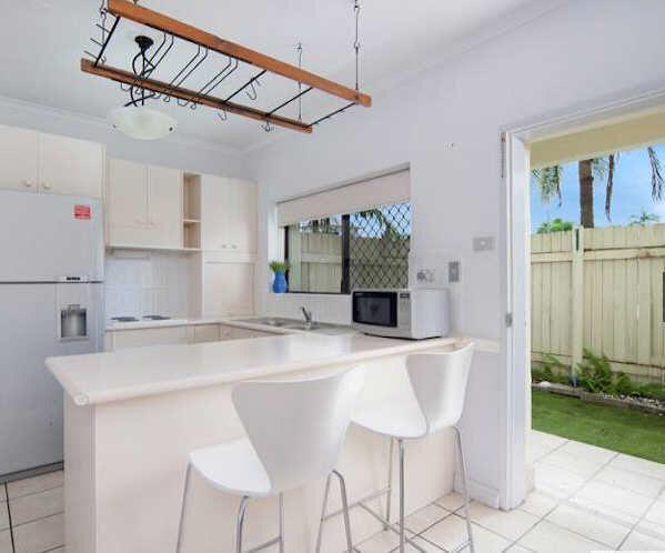 4/221 Lake Street, Cairns North QLD 4870, Image 1