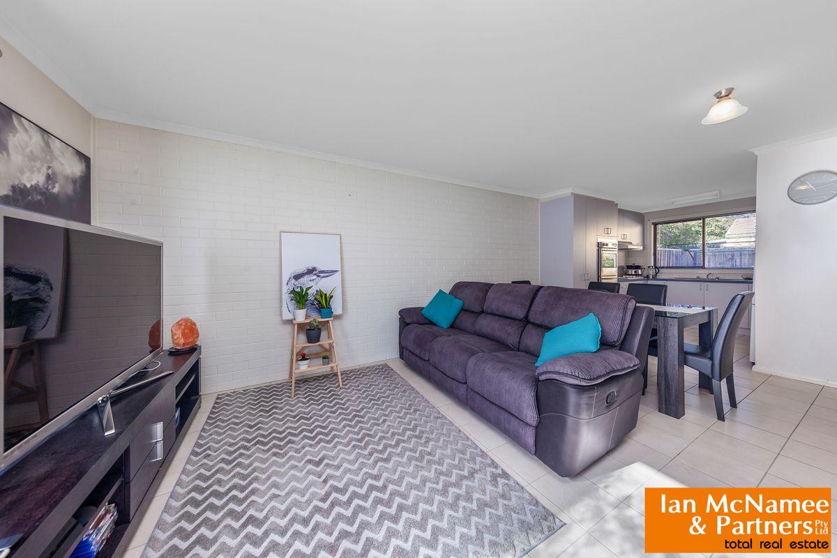 1/12 McKeahnie Street, Crestwood NSW 2620, Image 0