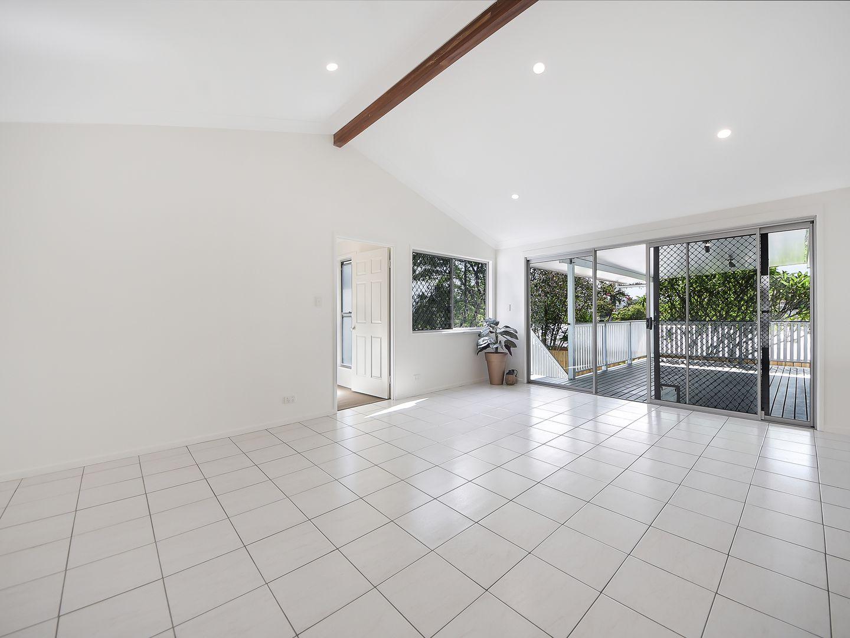 21 Calca Crescent, Ferny Hills QLD 4055, Image 2
