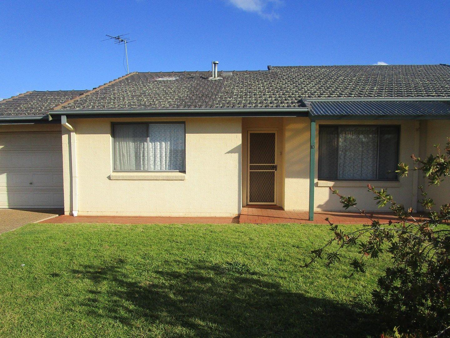 Unit 10/4 Old Barracks Lane, Young NSW 2594, Image 1