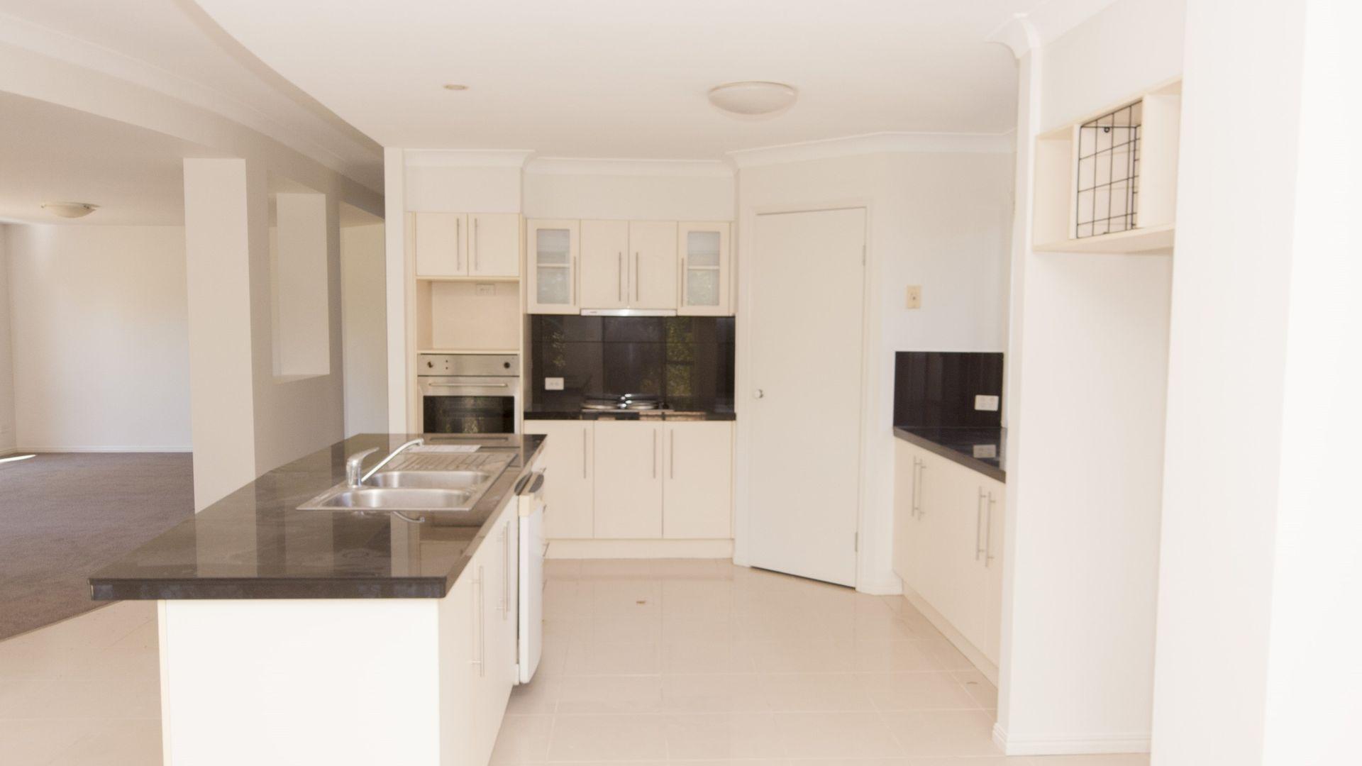 19 Araluen Place, Carindale QLD 4152, Image 1