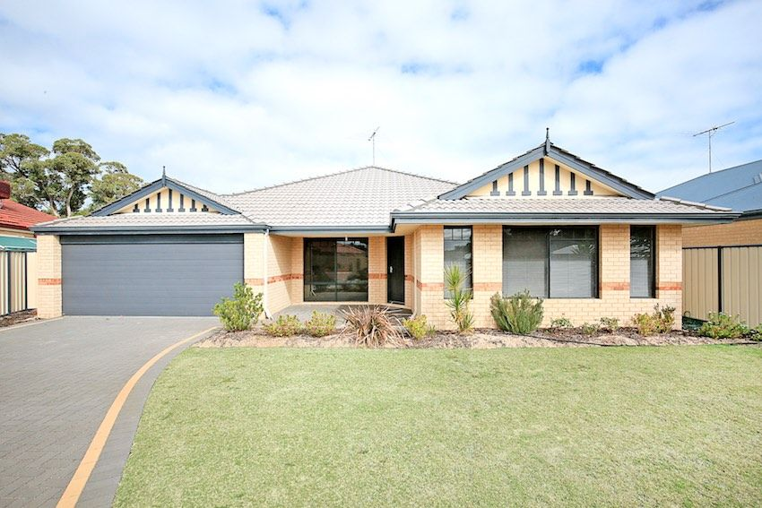 2 Capilano Court, Meadow Springs WA 6210, Image 1
