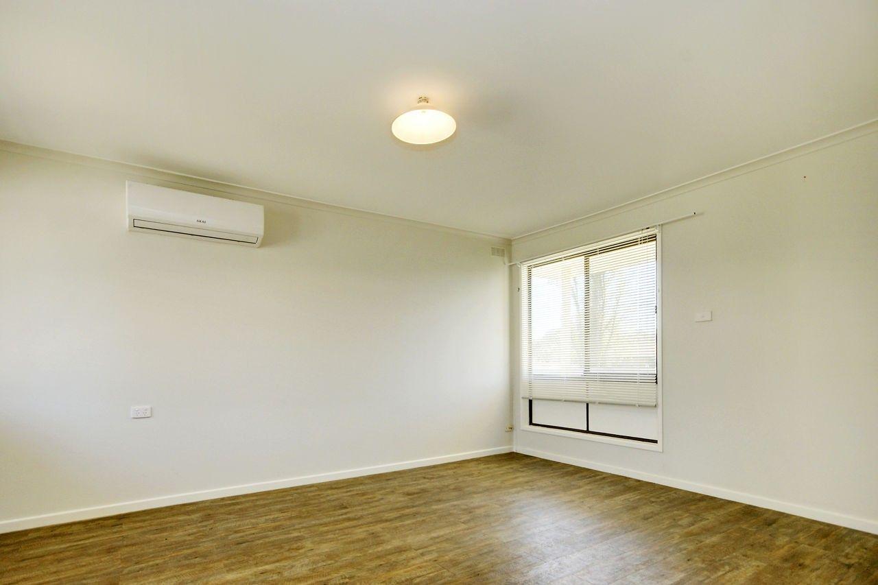 6 Ballantyne Crescent, Deniliquin NSW 2710, Image 2