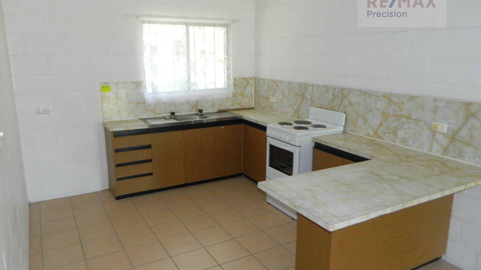 4/2 Marsh Street, Bundaberg North QLD 4670, Image 2