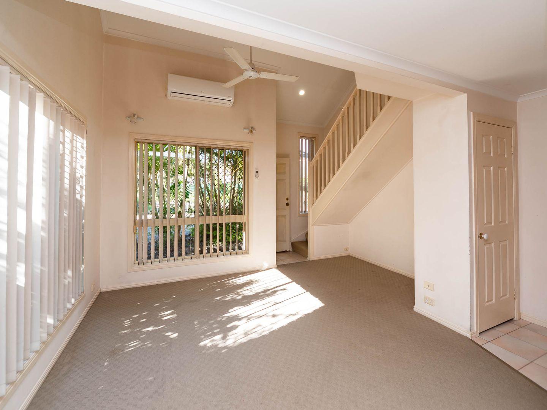 5/427 Oxley Drive, Runaway Bay QLD 4216, Image 2