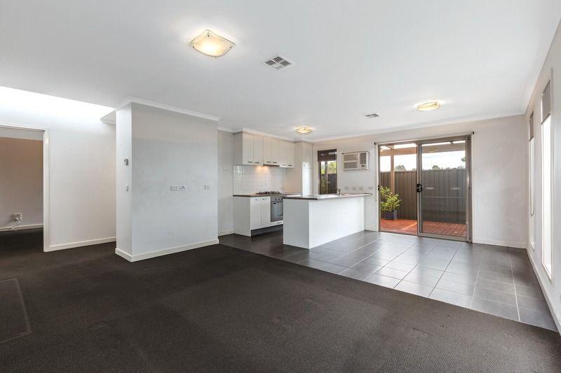 8 Latitude Court, Ballarat East VIC 3350, Image 2