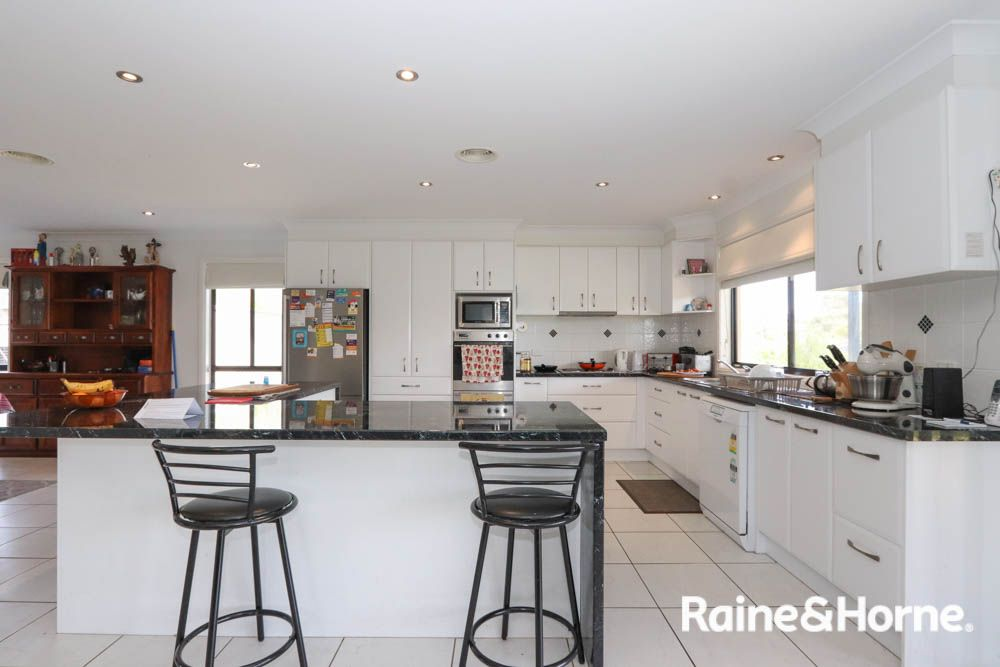 48 James Barnet Drive, Kelso NSW 2795, Image 2