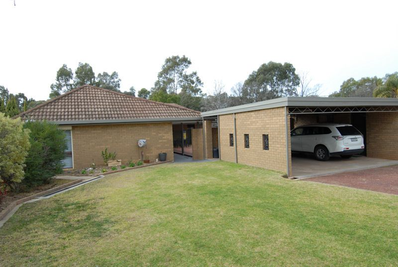 211 BURCHFIELD AVENUE, Deniliquin NSW 2710, Image 1