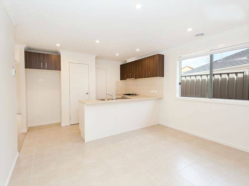 4 Brookfields Mews, Lavington NSW 2641, Image 0