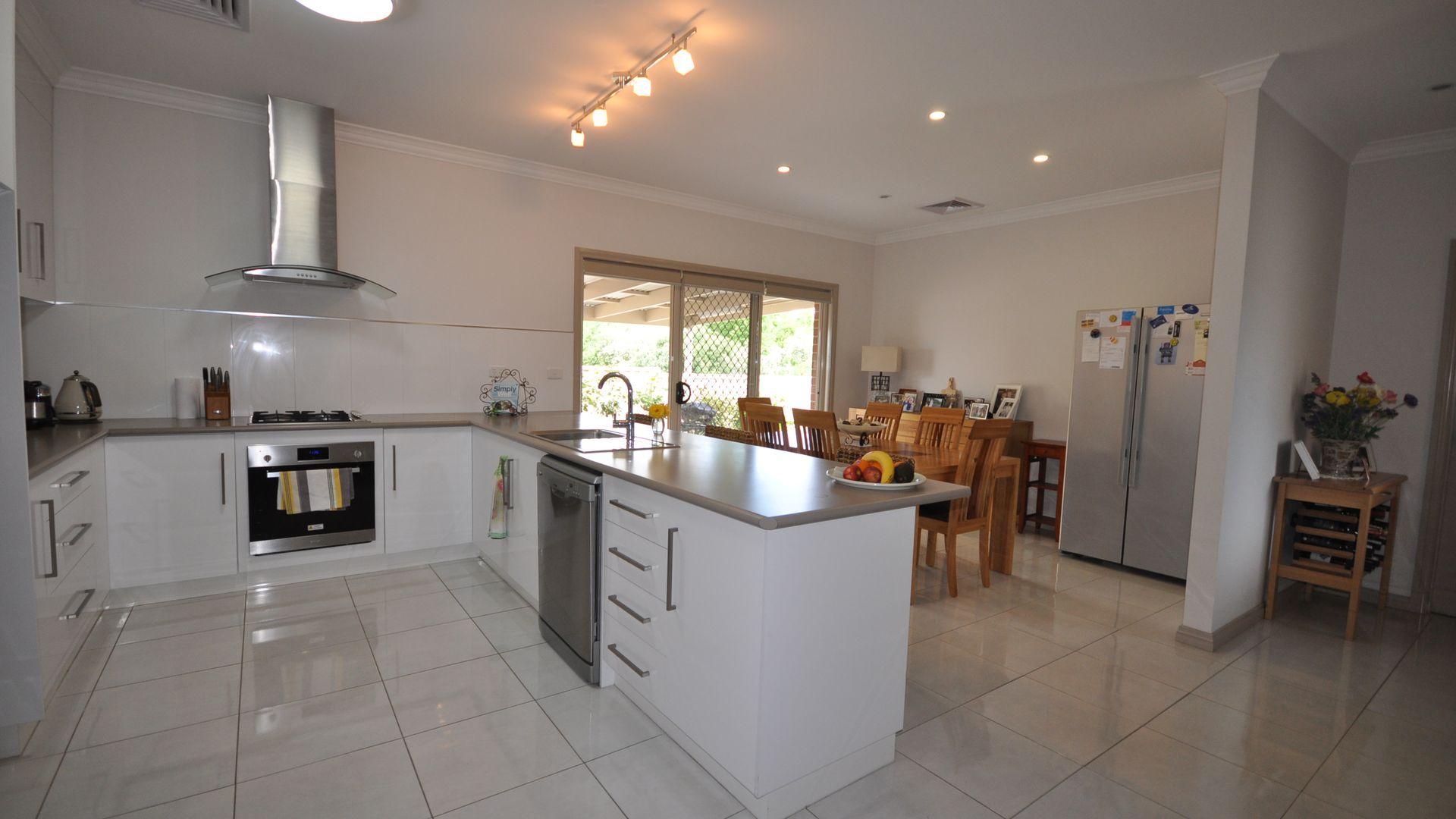 3/483 Schubach Street, East Albury NSW 2640, Image 2