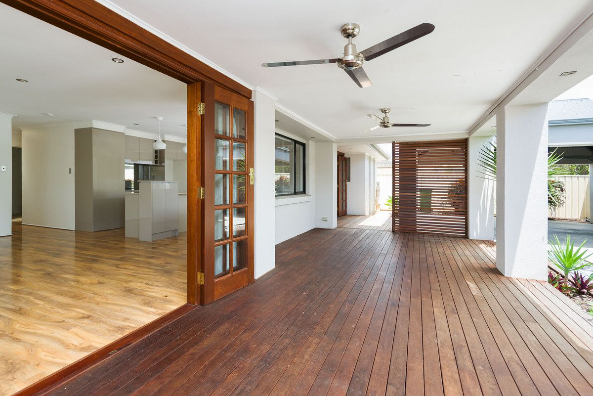 16 St Nicholas Street, Runaway Bay QLD 4216, Image 2