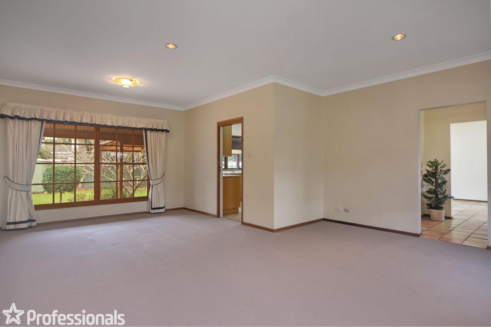 27 Lyrebird Drive, Nowra NSW 2541, Image 2