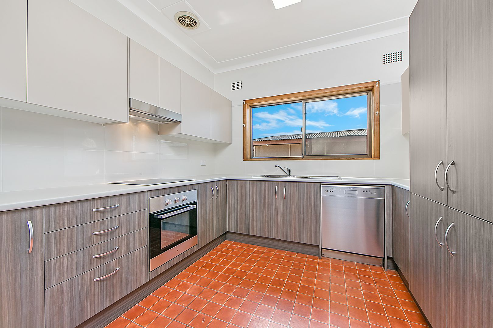 100 Seven Hills Road South, Seven Hills NSW 2147, Image 2