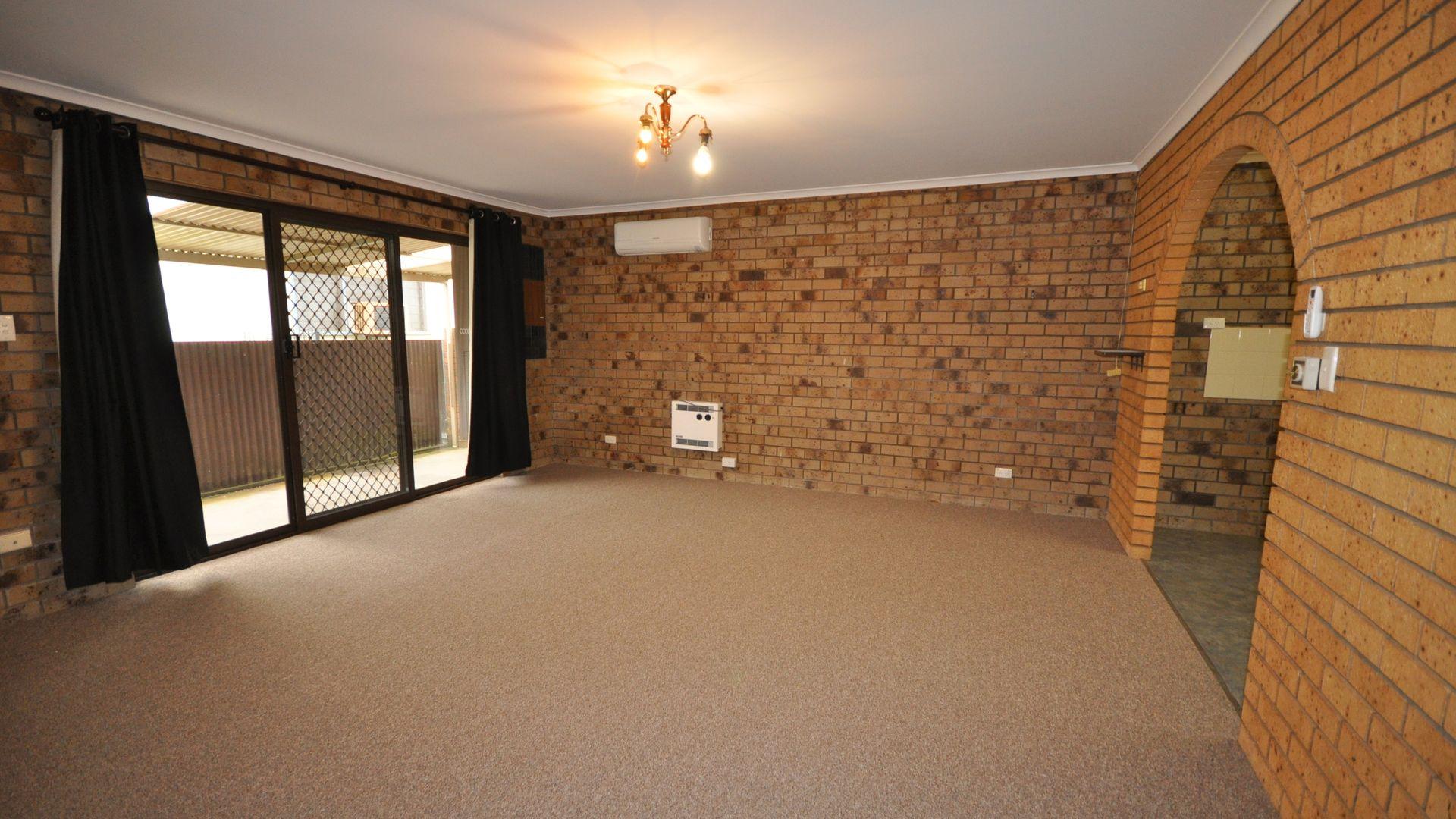 2/399 Dick Road, Lavington NSW 2641, Image 2