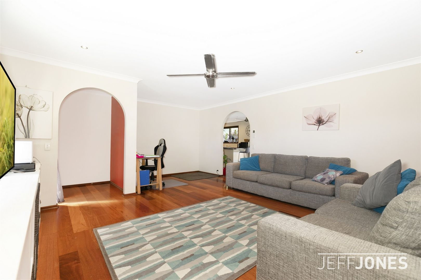 32 Bedivere Street, Carindale QLD 4152, Image 2