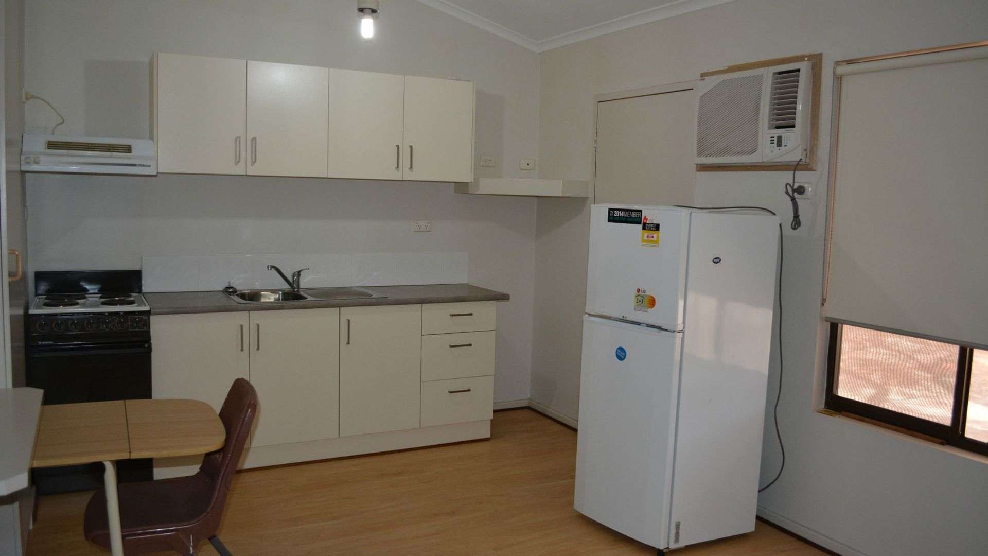 11/6-8 Kennebery Crescent, Roxby Downs SA 5725, Image 2