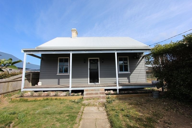 33 Spring Street, Moss Vale NSW 2577, Image 0