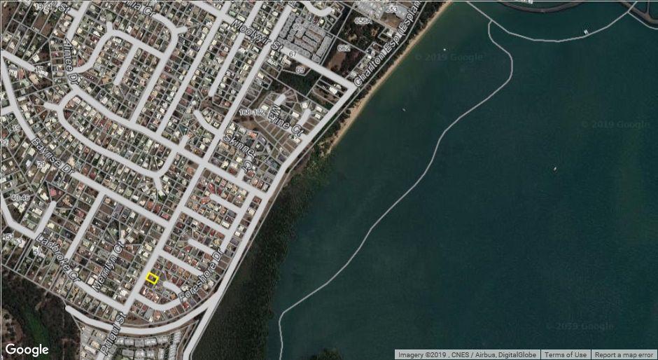 216 Pulgul Street, Urangan QLD 4655, Image 2