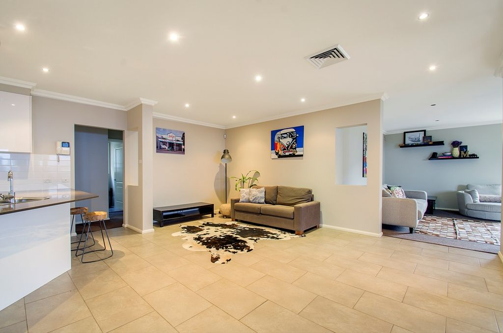 13 Honeyeater Crescent, Beaumont Hills NSW 2155, Image 2
