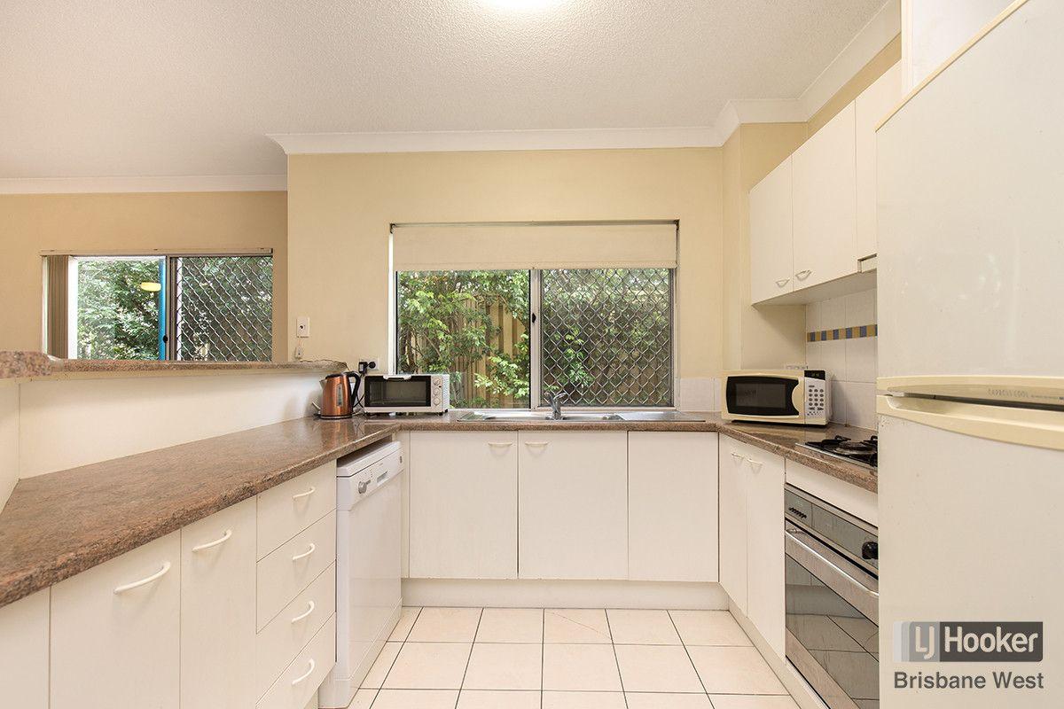 11/32 Cadell Street, Toowong QLD 4066, Image 2