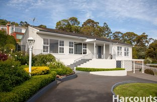 Picture of 82 Karoola Road, Lindisfarne TAS 7015