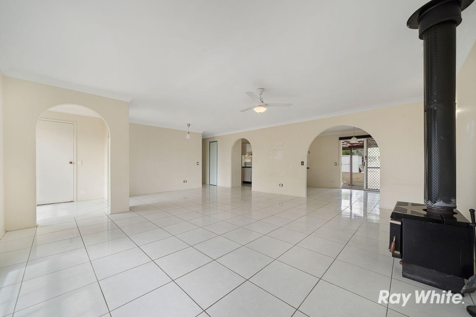 8 Newburn Street, Hillcrest QLD 4118, Image 2