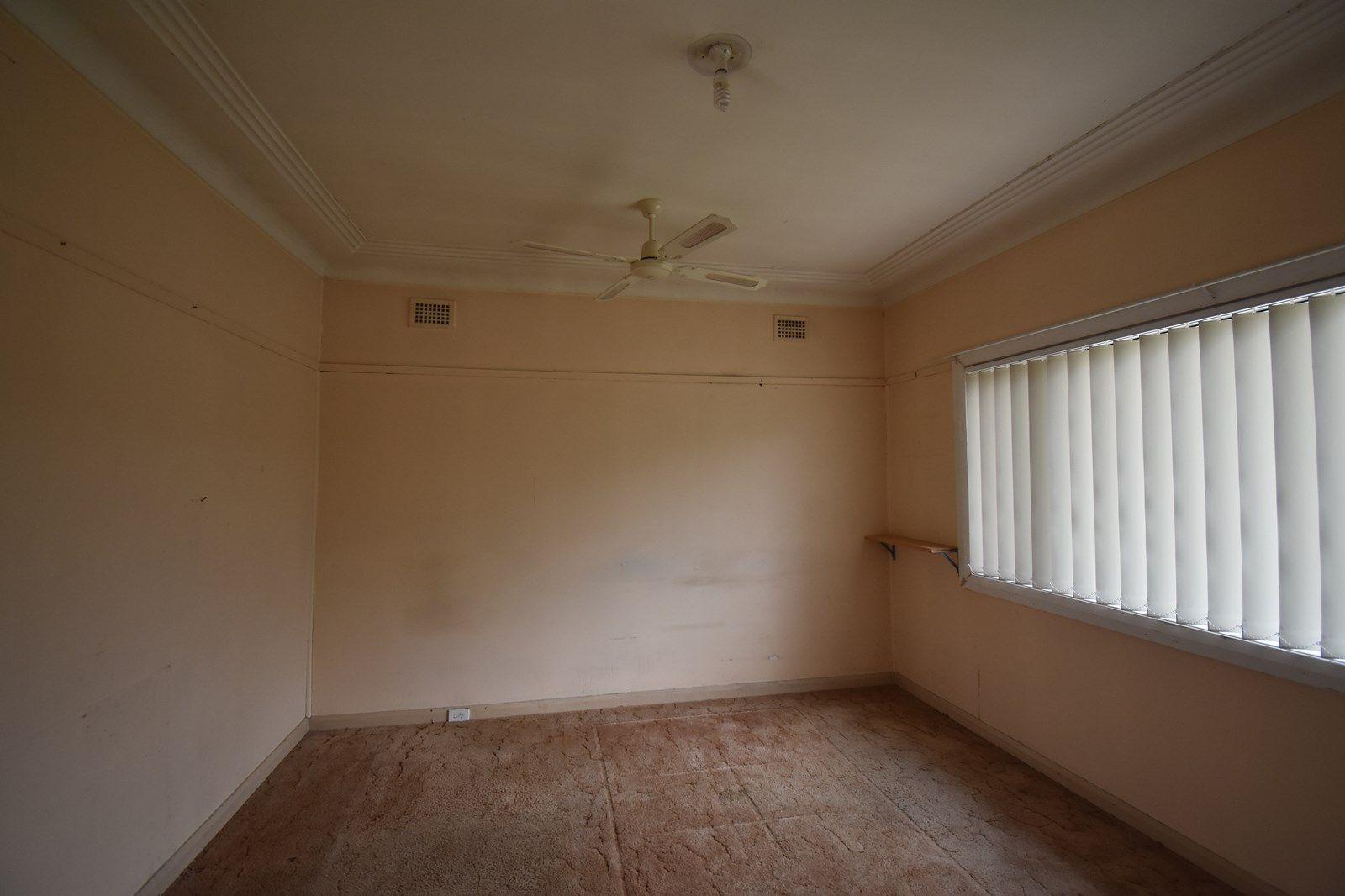 581 Smithfield  Road, St Johns Park NSW 2176, Image 2