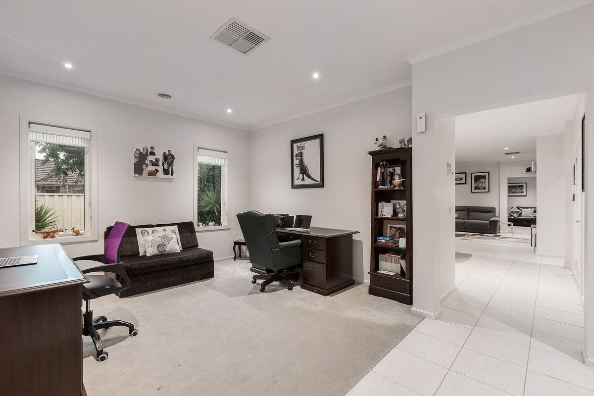 16 Baltimore Drive, Point Cook VIC 3030, Image 2