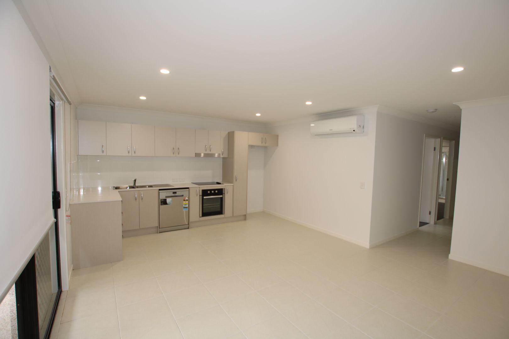 1/16 Ryrie Court, Park Ridge QLD 4125, Image 2