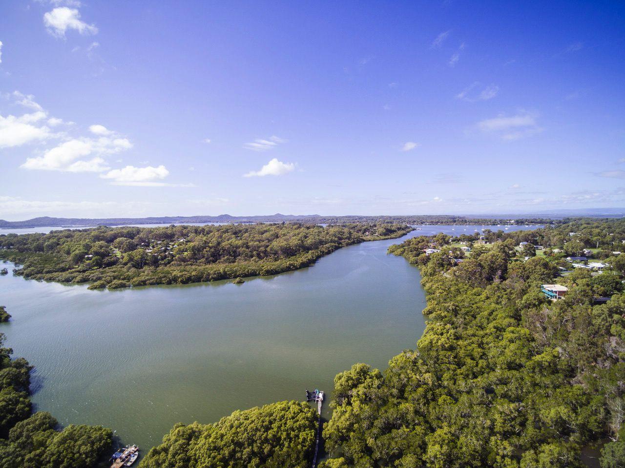 2 Waterside Dr, Macleay Island QLD 4184, Image 2