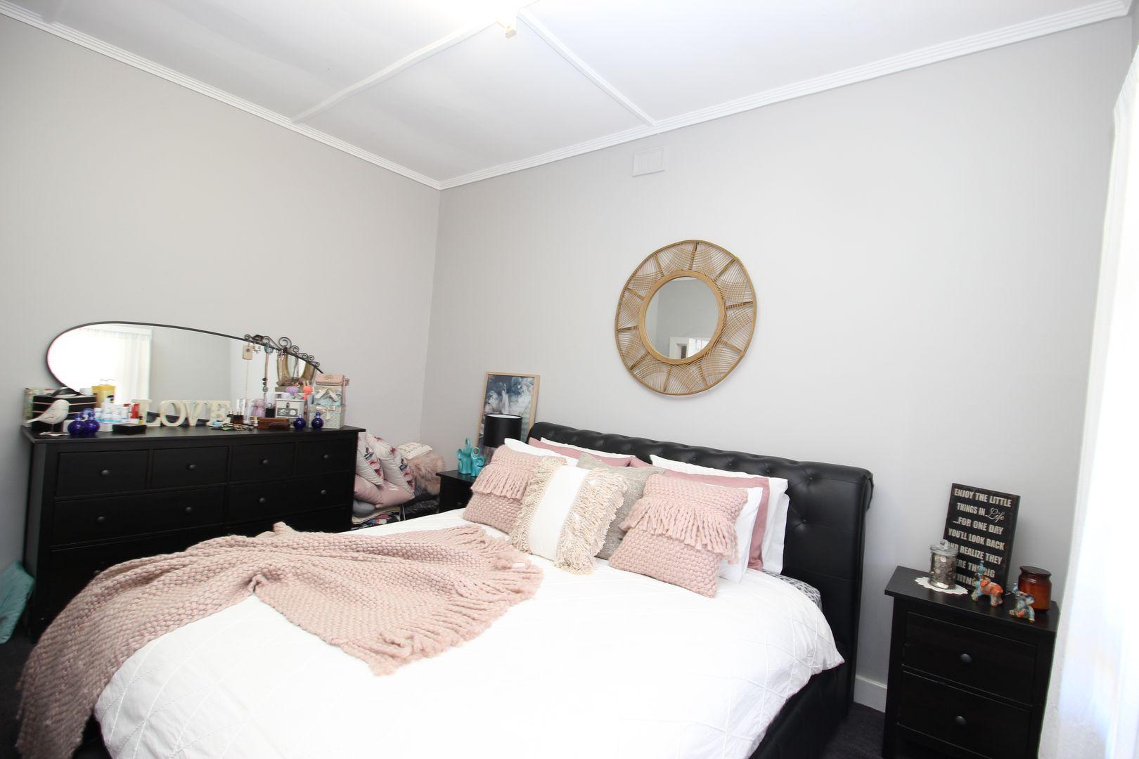 24 Lawrie Terrace, Waikerie SA 5330, Image 2