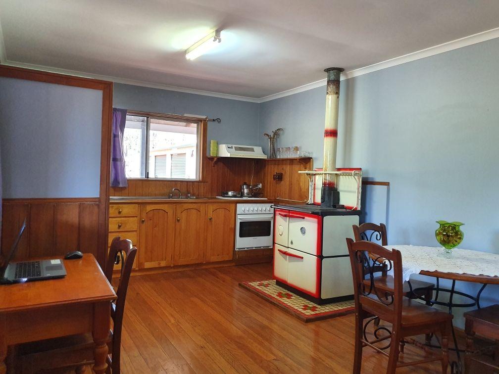 84 Crumpton Drive, Blackbutt QLD 4314, Image 2