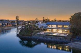 Picture of 22 Maureen Court, Broadbeach Waters QLD 4218