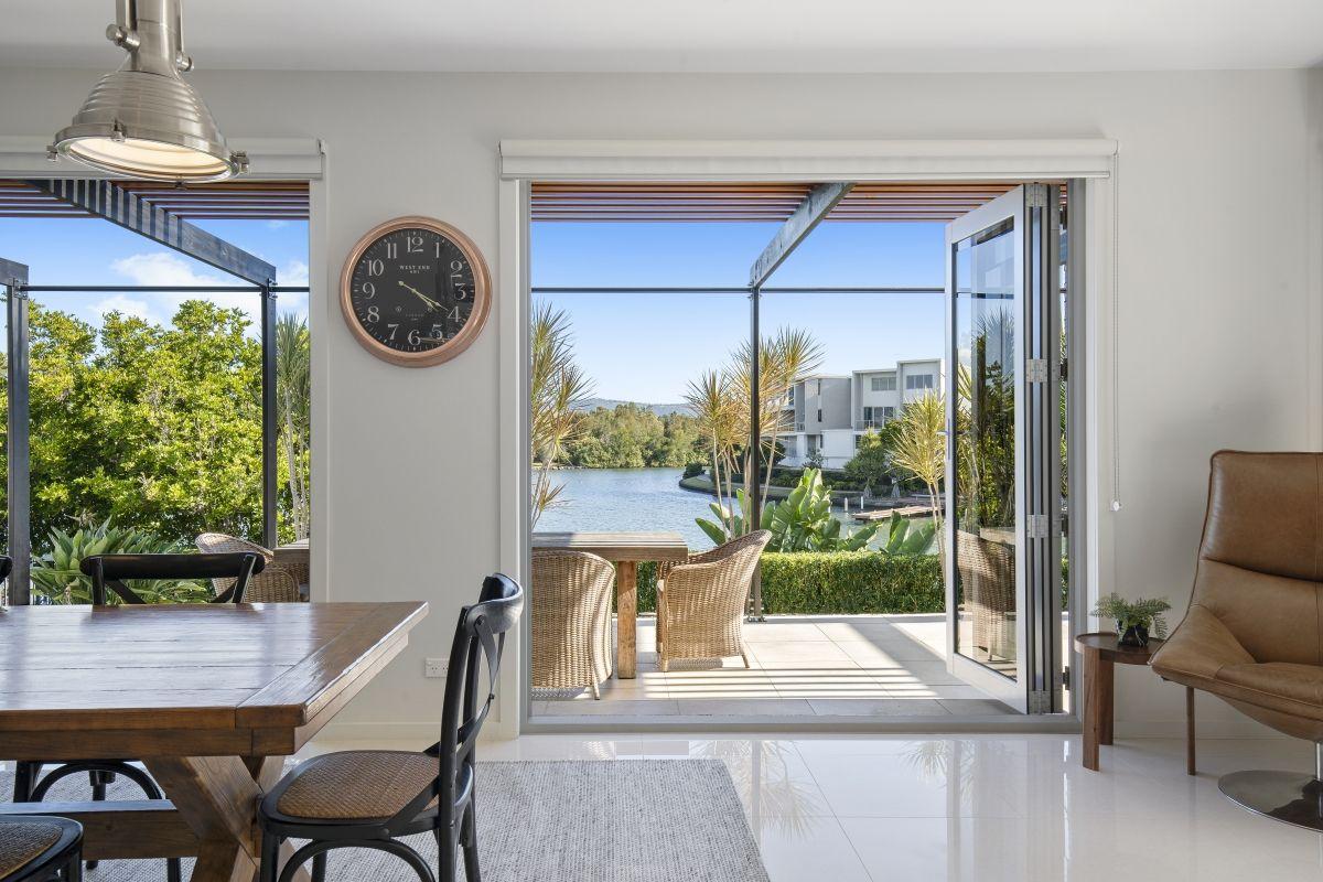 5068 Emerald Island Drive, Carrara QLD 4211, Image 2